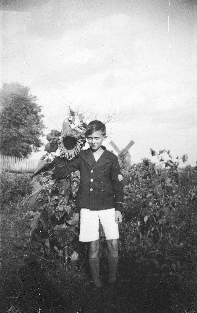 Jerzy Ficowski as a child, photo by Tadeusz Ficowski