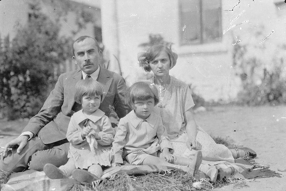 Young Jerzy Ficowski with his parents and sister Krystyna (to his right), photographer unknown
